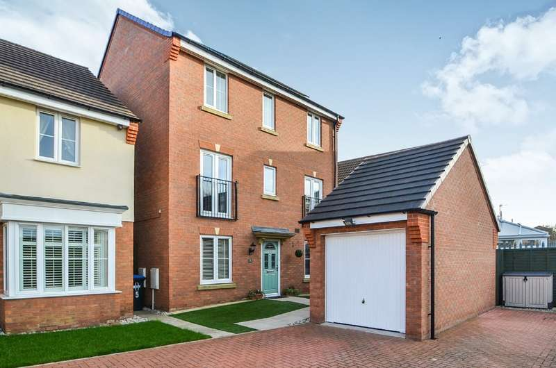 4 Bedrooms Detached House for sale in Thruxton Place, Rugby
