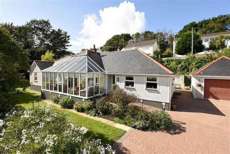 3 Bedrooms Bungalow for sale in King George Memorial Walk, Phillack, Hayle, Cornwall, TR27