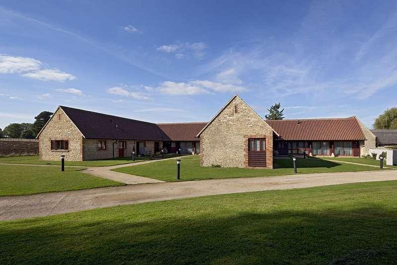 2 Bedrooms Apartment Flat for rent in Manor Farm, Church Lane, Yarnton, Kidlington, OX5