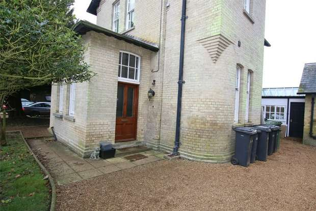 1 Bedroom Flat for rent in Flat 1, Crimplesham Hall, Downham Road