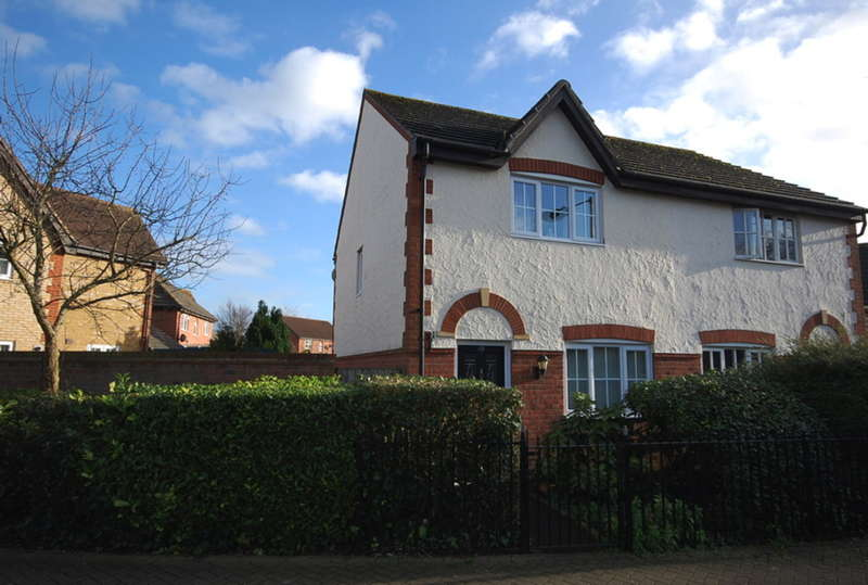 2 Bedrooms Semi Detached House for sale in Cuckoo Way, Great Notley, Braintree, CM77