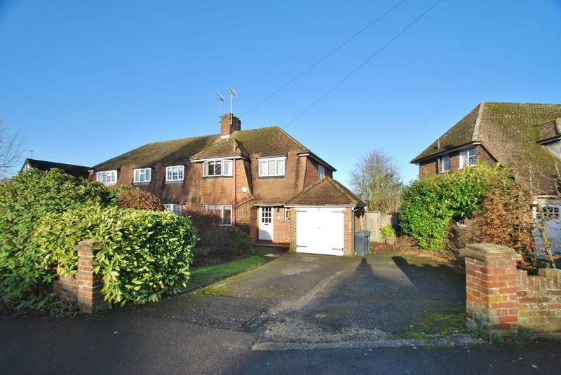 3 Bedrooms Semi Detached House for sale in Manor Way, Chesham, HP5