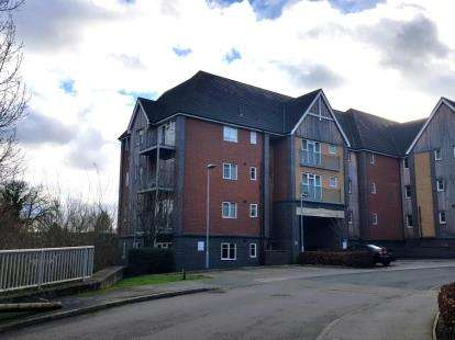 2 Bedrooms Flat for sale in Millward Drive, Bletchley, Milton Keynes