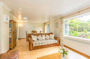 4 Bedrooms Semi Detached House for sale in Elmwood Road, Redhill, Surrey