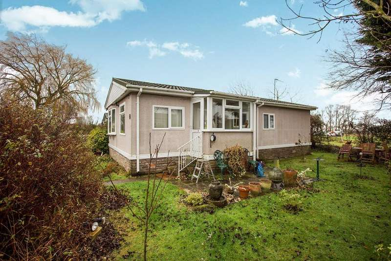 2 Bedrooms Park Home Mobile Home for sale in Marshmoor Park, Great Bricett, Ipswich, Suffolk, IP7 7BZ