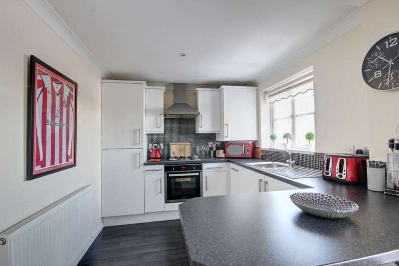 2 Bedrooms Flat for sale in Harwood Drive, Houghton Le Spring, DH4