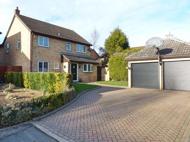 4 Bedrooms Detached House for sale in Beauvoir Place, Yaxley, Peterborough, PE7 3NJ