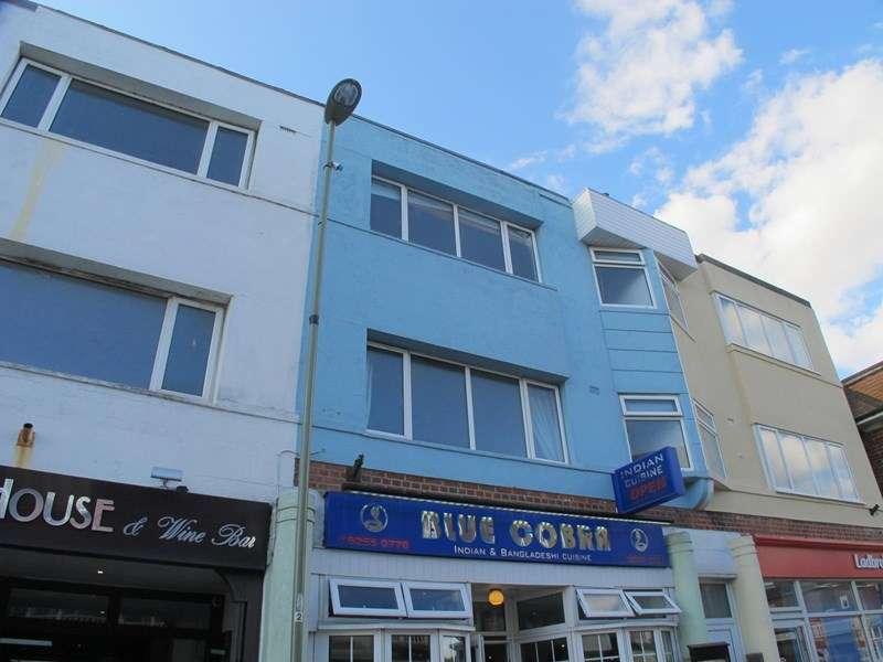3 Bedrooms Property for rent in Pier Street, Lee-On-The-Solent