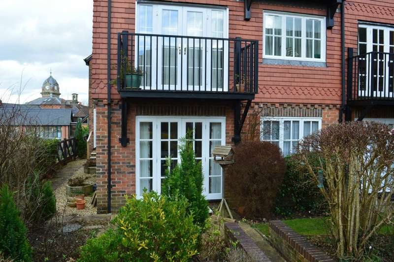 2 Bedrooms Retirement Property for rent in Crown Mews, Hungerford