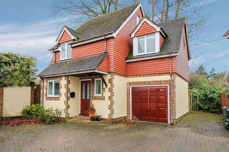 4 Bedrooms Detached House for sale in Tunbridge Lane, Liphook