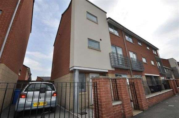 4 Bedrooms Town House for rent in Brennock Close, Beswick, Manchester