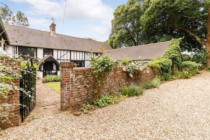 5 Bedrooms Semi Detached House for sale in Mark Way, Godalming, Surrey, GU7