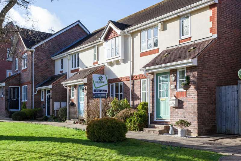 2 Bedrooms Terraced House for sale in Tanbridge Park, Horsham