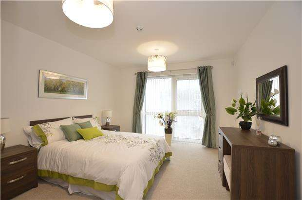 1 Bedroom Flat for sale in 305 Apartment 305 Stoke Gifford Retirement Village, Coldharbour Lane, BRISTOL, BS16 1EJ