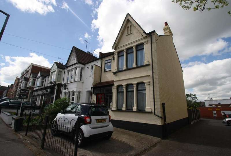 3 Bedrooms Semi Detached House for sale in Elm Road, Leigh-On-Sea