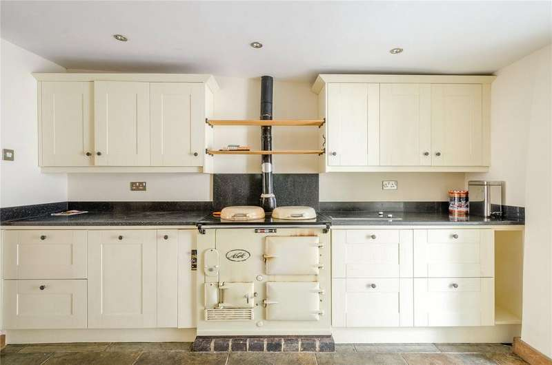 4 Bedrooms Terraced House for sale in Coxwell Street, Cirencester, Gloucestershire, GL7
