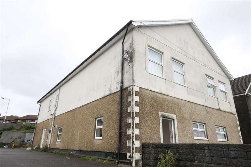 2 Bedrooms Flat for sale in Heol Aneurin, Caerphilly