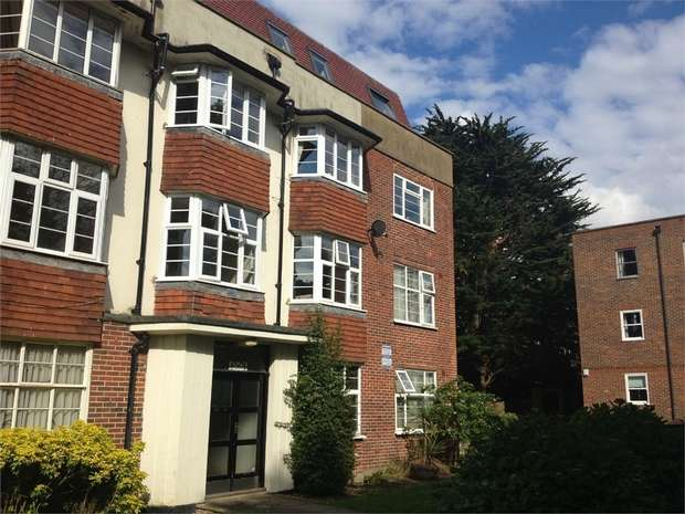 2 Bedrooms Flat for rent in London Road, Cheam