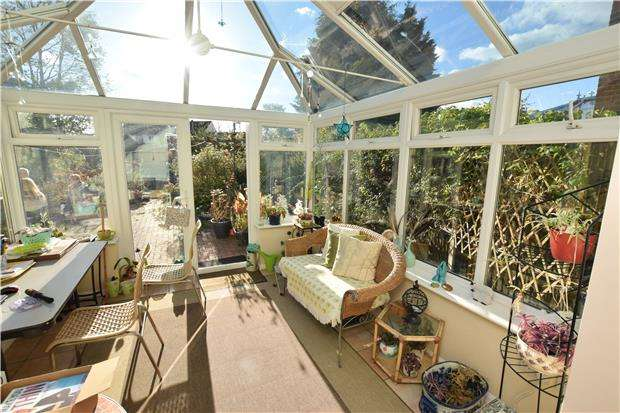 3 Bedrooms Terraced House for sale in Culvers Way, CARSHALTON, Surrey, SM5 2LW