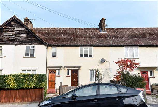 2 Bedrooms Terraced House for sale in Hawkes Road, MITCHAM, Surrey, CR4