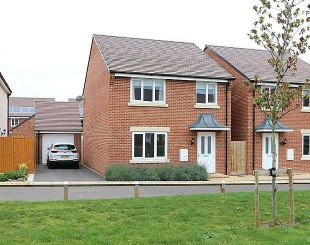 4 Bedrooms Detached House for sale in Wendercliff Close, Bishops Cleeve, Cheltenham, Gloucestershire, GL52 8FA