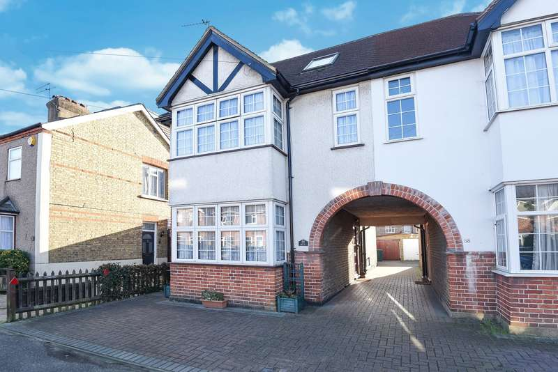 5 Bedrooms Link Detached House for sale in Chesterfield Road, Ashford, TW15