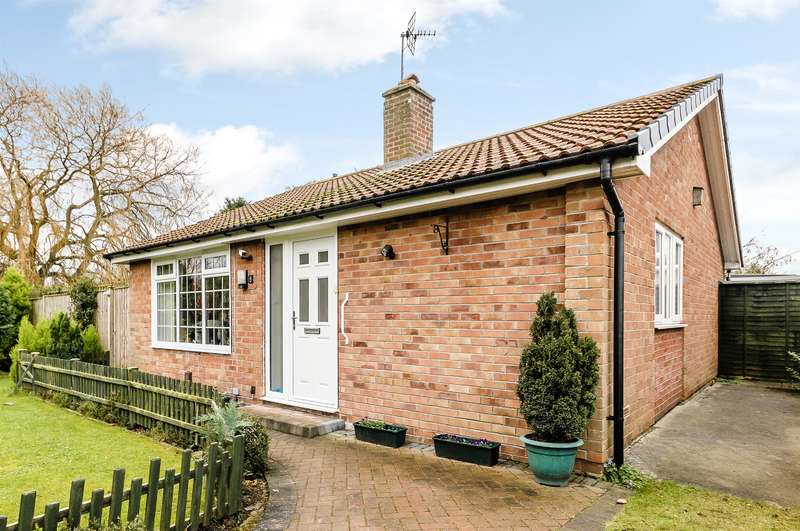 2 Bedrooms Detached Bungalow for sale in Staithes Close, York, YO26 5PR