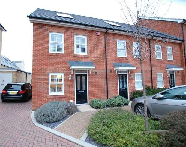 3 Bedrooms End Of Terrace House for sale in Sullivan Row, BROMLEY, Kent