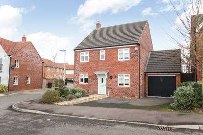 4 Bedrooms Detached House for sale in Lake View, Houghton Regis, Dunstable, Bedfordshire