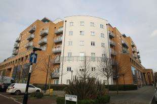 2 Bedrooms Flat for sale in Peebles Court, 21 Whitestone Way, Croydon, Surrey
