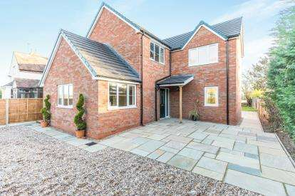 4 Bedrooms Detached House for sale in Pinvin, Pershore, Worcester, Worcestershire