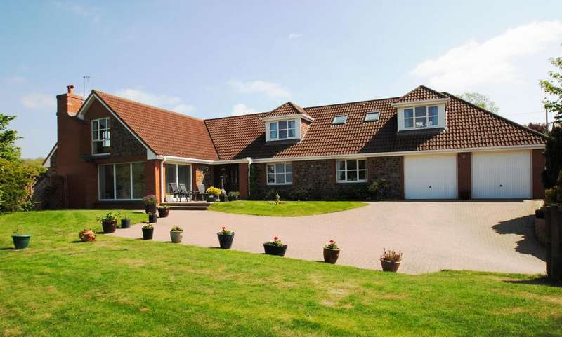 5 Bedrooms Detached House for sale in Uppacott, Tawstock