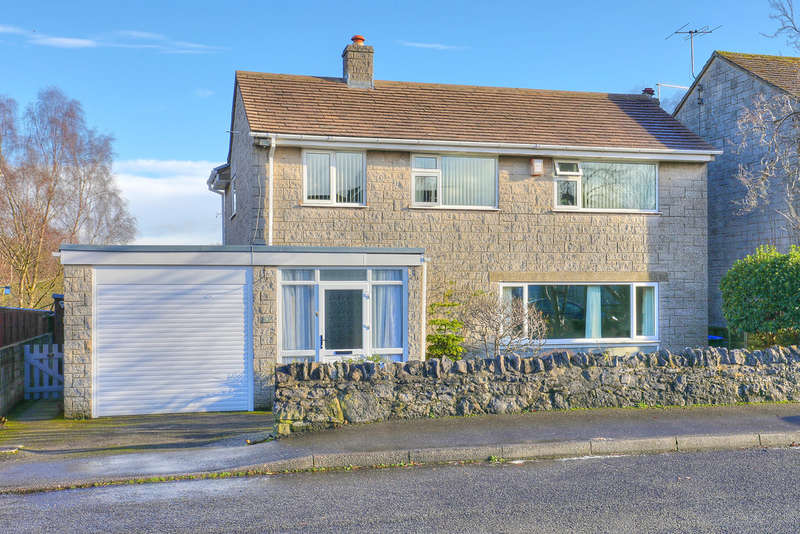 3 Bedrooms Detached House for sale in Edge View Drive, Great Longstone, Bakewell