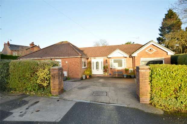 2 Bedrooms Detached Bungalow for sale in Hazelwood Road, Woodsmoor, Stockport, Cheshire