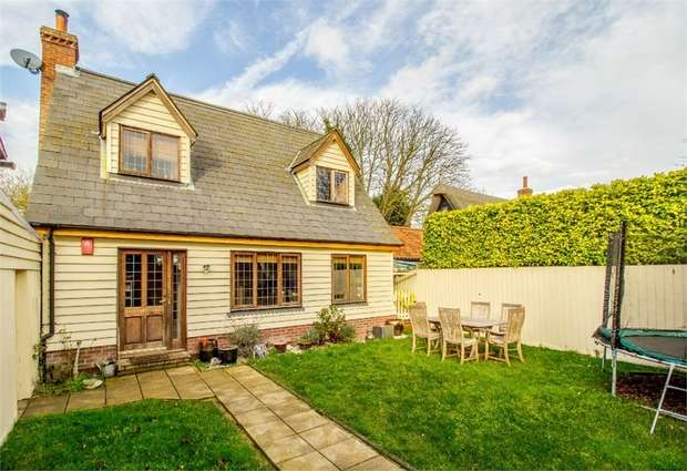 2 Bedrooms Detached House for sale in Nightingale Close, Bassingbourn, Royston, Cambridgeshire