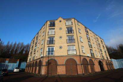 2 Bedrooms Flat for sale in The Moorings, St Lawrence Road, Newcastle Upon Tyne, NE6