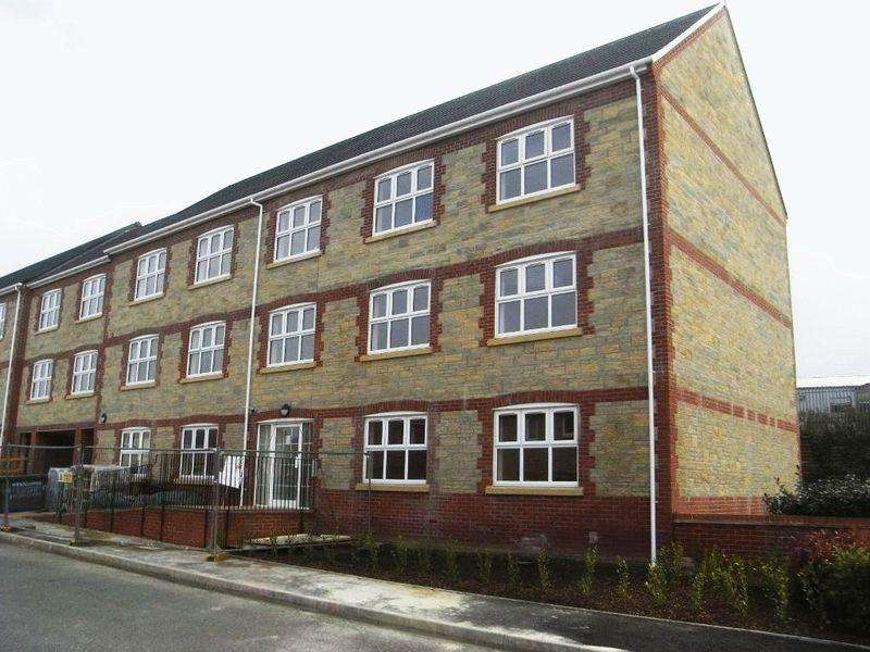 2 Bedrooms Apartment Flat for sale in Jubilee Close, Crewkerne