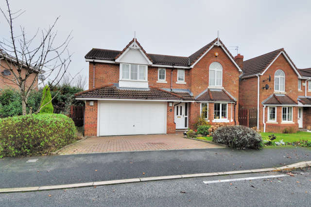 5 Bedrooms Detached House for rent in Hall Pool Drive, Offerton, Stockport, Cheshire, SK2 5ED