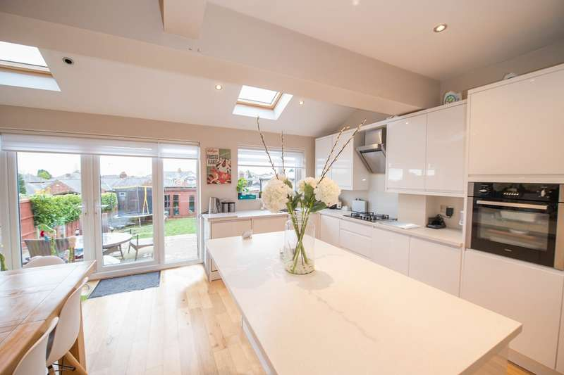 4 Bedrooms Semi Detached House for sale in Crescent Avenue, Over Hulton, Bolton, BL5
