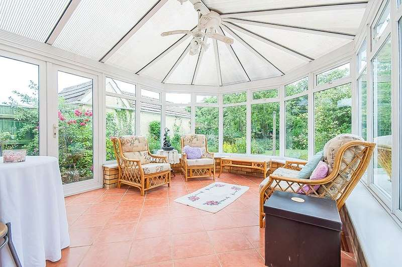 3 Bedrooms Detached Bungalow for sale in Langton Road, Holton-Le-Clay, Grimsby, DN36