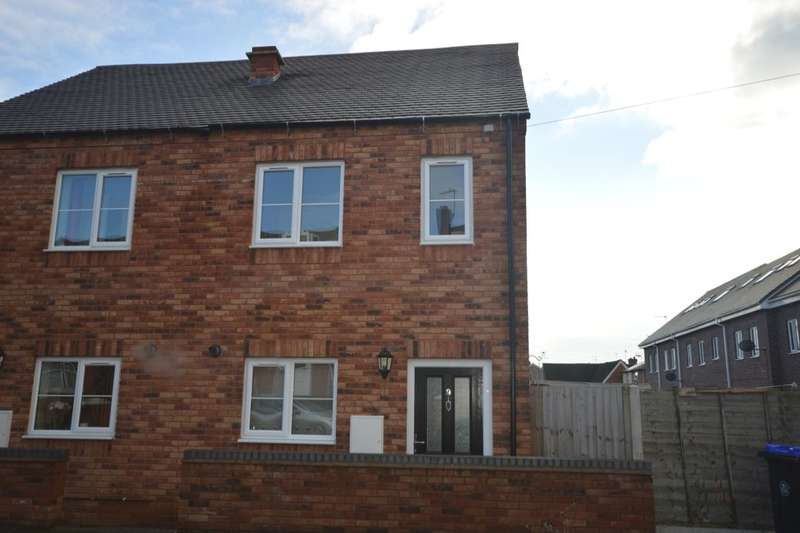 3 Bedrooms Semi Detached House for rent in Church Street, Studley, B80