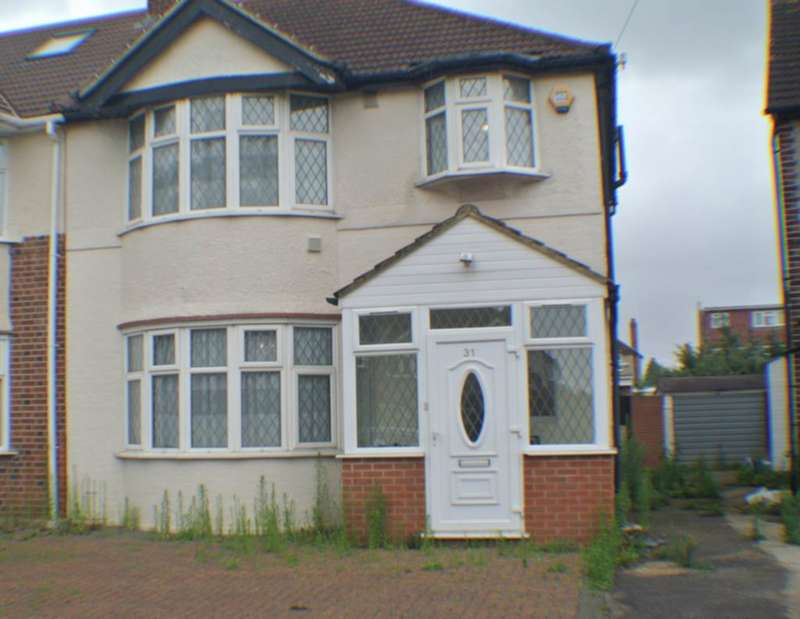 3 Bedrooms Detached House for rent in Shelley Crescent, Hounslow, TW5