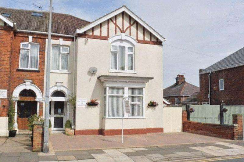 8 Bedrooms Semi Detached House for sale in 8 BEDROOM GUESTHOUSE, PRINCES ROAD, CLEETHORPES