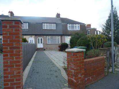 3 Bedrooms Terraced House for sale in Hogarth Road, Edgware, London