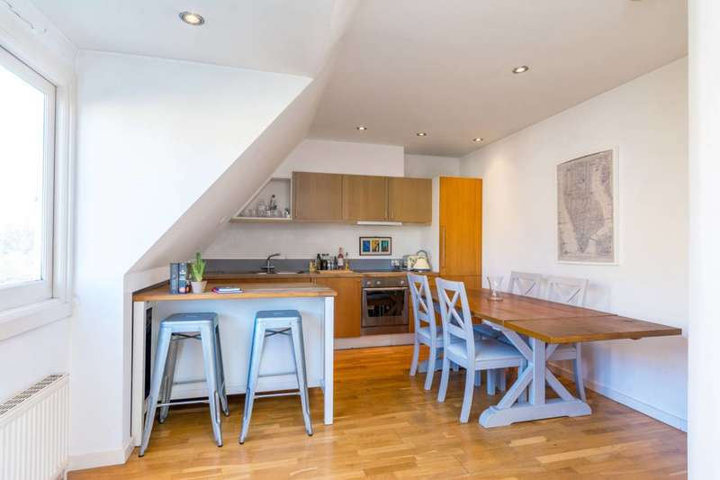 2 Bedrooms Maisonette Flat for sale in Stile Hall Gardens, Strand on the Green, W4