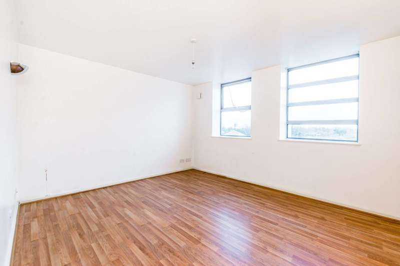 2 Bedrooms Flat for sale in Romford Road, Forest Gate, E7