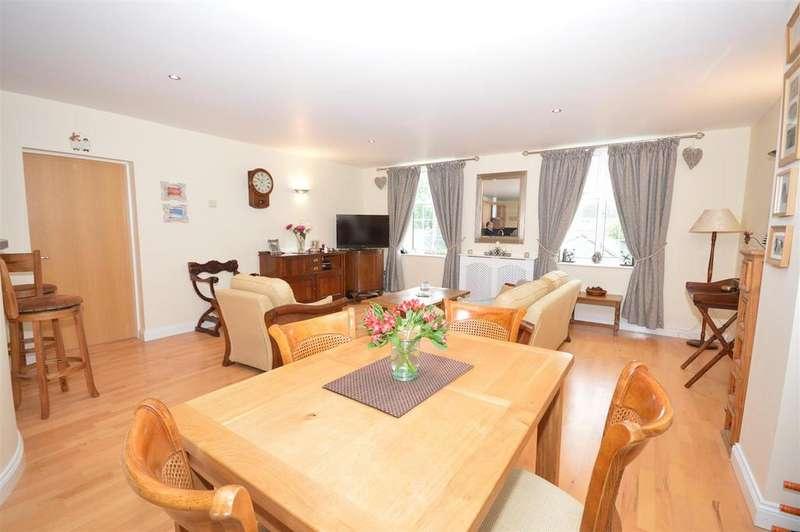 2 Bedrooms Flat for sale in Chichester Road, Bracebridge Heath, Lincoln