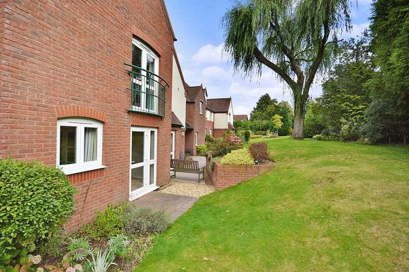 2 Bedrooms Property for sale in St Saviour's Court, Stourbridge, DY9 0HQ