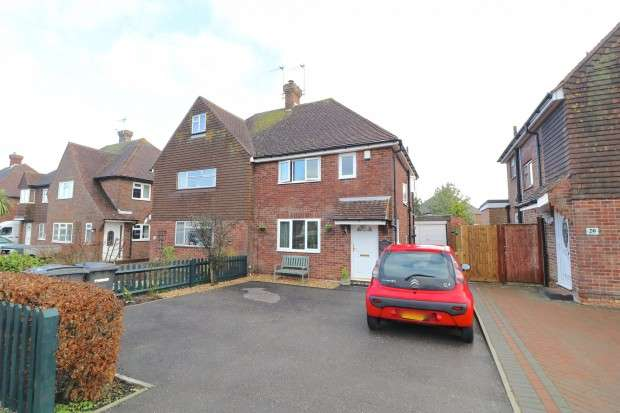 2 Bedrooms Semi Detached House for sale in Lansdowne Drive, Hailsham, BN27