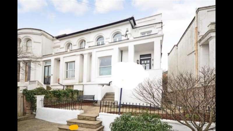 3 Bedrooms Semi Detached House for rent in Parrock Road, Gravesend, Kent, DA12